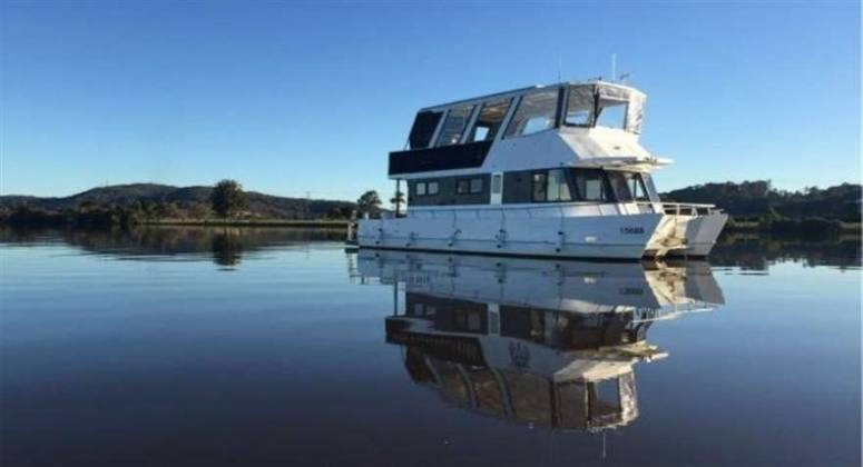 Houseboat Hire Business